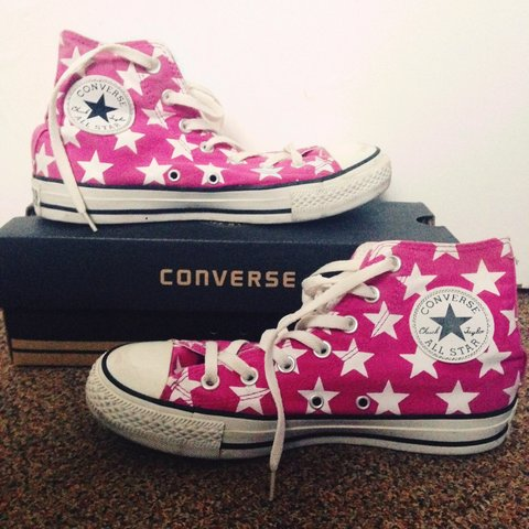 9235afba880bd7 Pink stars Converse Chuck Taylor with shoe box