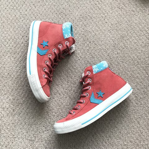 f4d19998a9bbb8 Converse high top. Pink and blue color contrast