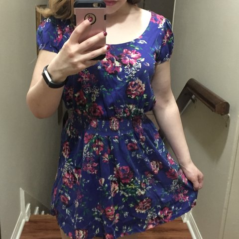 1acf59049292 @heathertunches. 2 years ago. Texas, USA. Forever 21 floral dress, size L,  gently used but looks brand new.