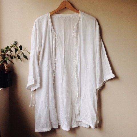 95385bfc720460 REDUCED PRICE*White linen kimono style jacket. Loop bell a - Depop