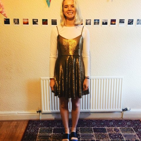 5cd152467e43 @bedinthebottle. 4 years ago. Manchester, UK. Forever 21 gold sparkly dress.  Worn once ...
