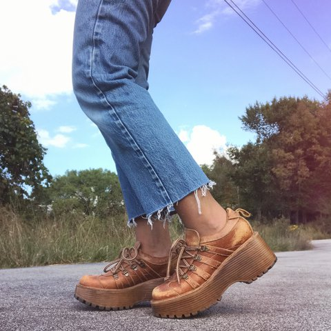 1c764c28111 Vintage 90s Steve Madden distressed cognac leather platform - Depop
