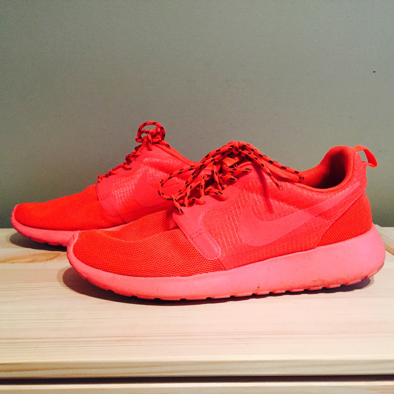 neon pink roshes