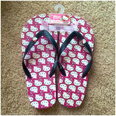 0b10327c0 NWT hello kitty flip flops!!! Size M 7-8 but they re a too I - Depop