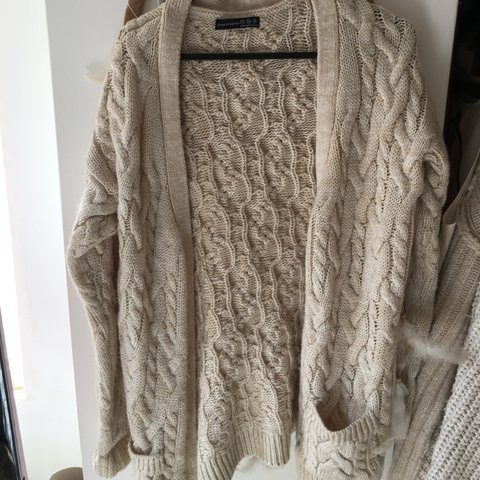 d9534f18367941 @charpayy. 9 months ago. Barnstaple, United Kingdom. Primark white/cream  chunky knitted cardigan size 6. Jumper summer festival urban outfitters  topshop ...