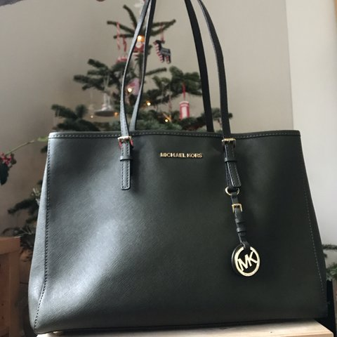 063cff54e599 @sourloulou. 4 months ago. Bath, United Kingdom. Michael Kors Jet Set Medium  Saffiano Leather Tote ...