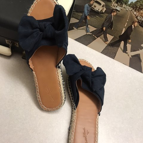785d5a3659d3 Super cute espadrille style sandals! These slip on sandals a - Depop