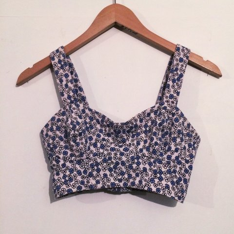bdc262e7111551 Topshop bralet crop top. Such a pretty top but too small for - Depop