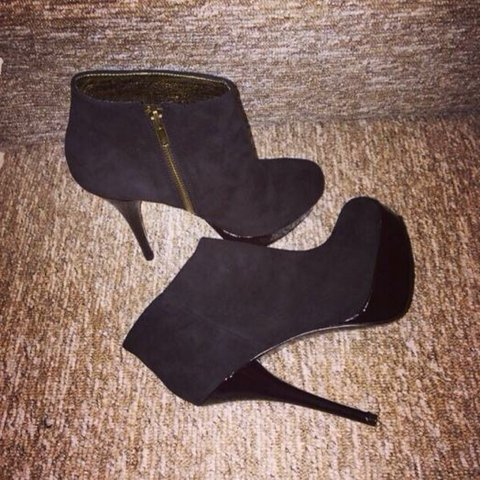48343356694 STEVE MADDEN suede black boots worn once indoors for an hour - Depop
