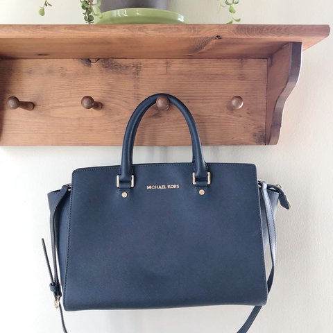 6a6abffd255b @dreah92. 10 months ago. Chicago, United States. Michael Kors Large Selma Saffiano  Satchel in Navy ...