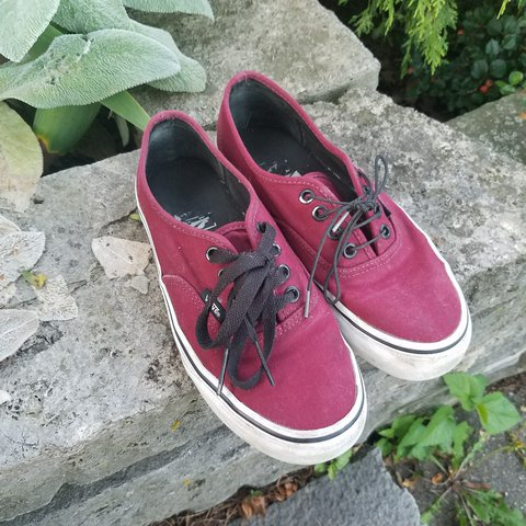9dd712a1b64f VANS size womens 5 red/maroon low tops shoes! Not worn are - Depop