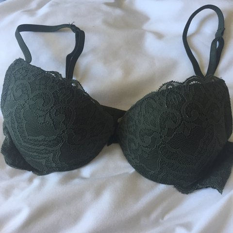 5deed8b8f8966 Intimissimi dark green lace push-up bra. 32B and adds cup - Depop
