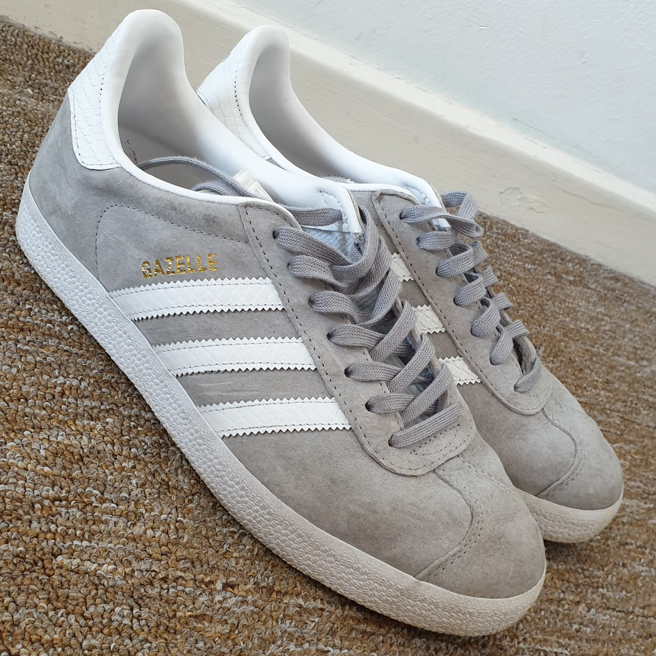 salario pastel Excepcional  Adidas Gazelle trainers womens light grey suede with... - Depop