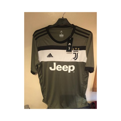 063134bf7 Juventus green third alternative kit 17 18 BNWT beautiful is - Depop
