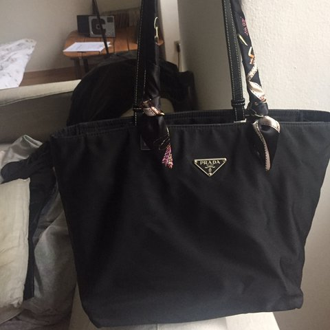 official photos 525fe 3a4cf Prada Si In Vendo Nera Tote Shopper Tessuto Depop Borsa Vela ...