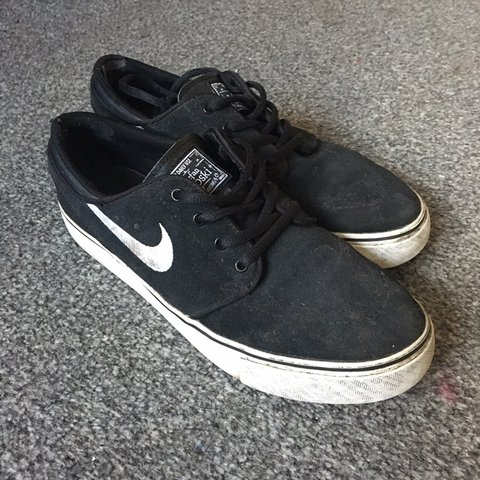3ab2d73564c8 ‼️reduced price‼ Nike janoskis Size 6 Clearly worn but of - Depop