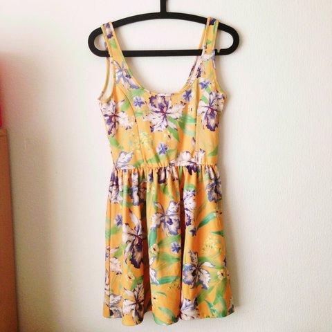 456265aea6f REDUCED TO £6 FROM £10! Gorgeous floral Zara Trafaluc dress - Depop