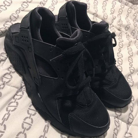 1397f297882f All black authentic Nike huaraches size 7 YOUTH. I wear a US - Depop