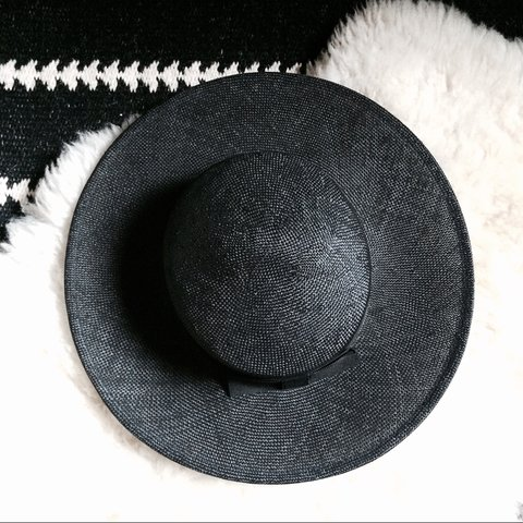 4172786c3fb1a Wide brim black straw hat in great condition inside 21