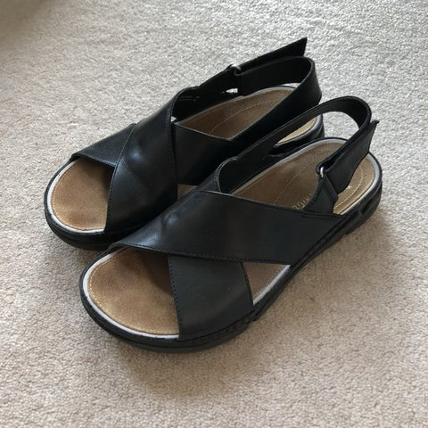a07b885cf297 Clarks Womens Leather Sandals TRI ALEXIA Black Flex 3 tech 3 - Depop