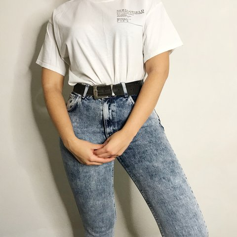 f4b5cc1286f9 Topshop acid wash mom jeans. Fab styled with a graphic tee a - Depop