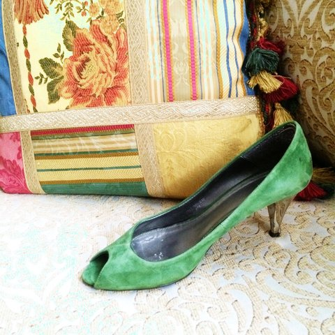 7546824d46d Green suede Kitten heels from Zara. Worn a few times but in - Depop
