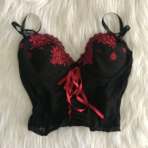 c6ba838b7d883 ❤️Black and red lace corset bra !❤ This super cute is very - Depop