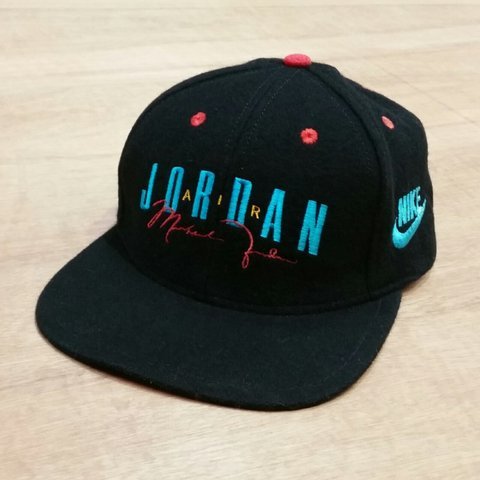 3b182af1d3b9 Vintage Nike Air Jordan black snapback cap with the jumpman - Depop