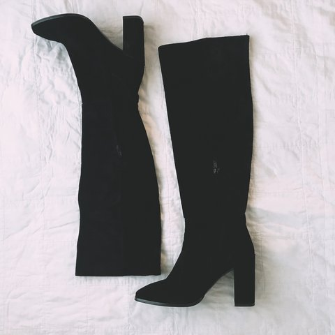 332cb87ab25 Zara suede black knee high boots. So so cute I just never A - Depop
