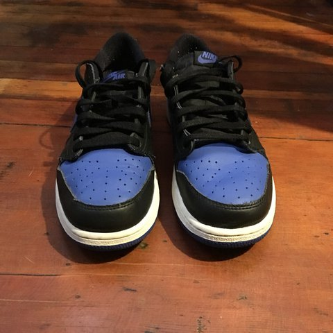 38f322497d3adc Preowned Air Jordan 1 Low Royal 709999-004 Youth size 6 - Depop