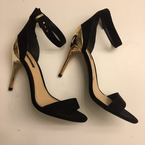 ddebfa491dd3 black and gold single sole high heel. bought from forever in - Depop