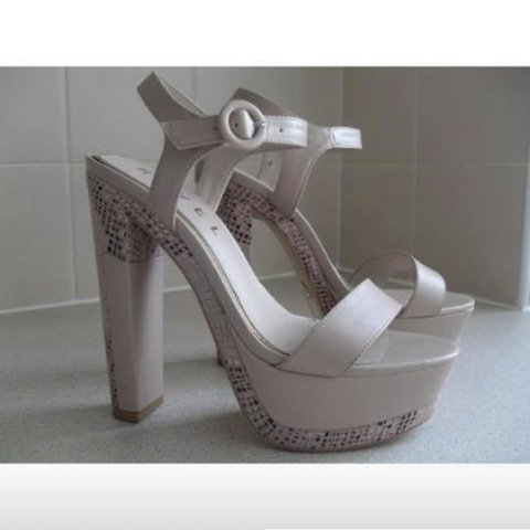 741fcc1533fe43 THESE ARE A PAIR OF SIZE UK 5 PLATFORM SANDALS FROM  RAVEL  - Depop