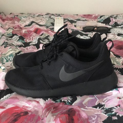 59db680936159   ITEM ON HOLD FOR FREYA   Nike Roche Run triple black - a - Depop