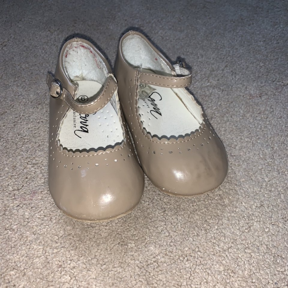 Girls dolly shoes infant size 6 good