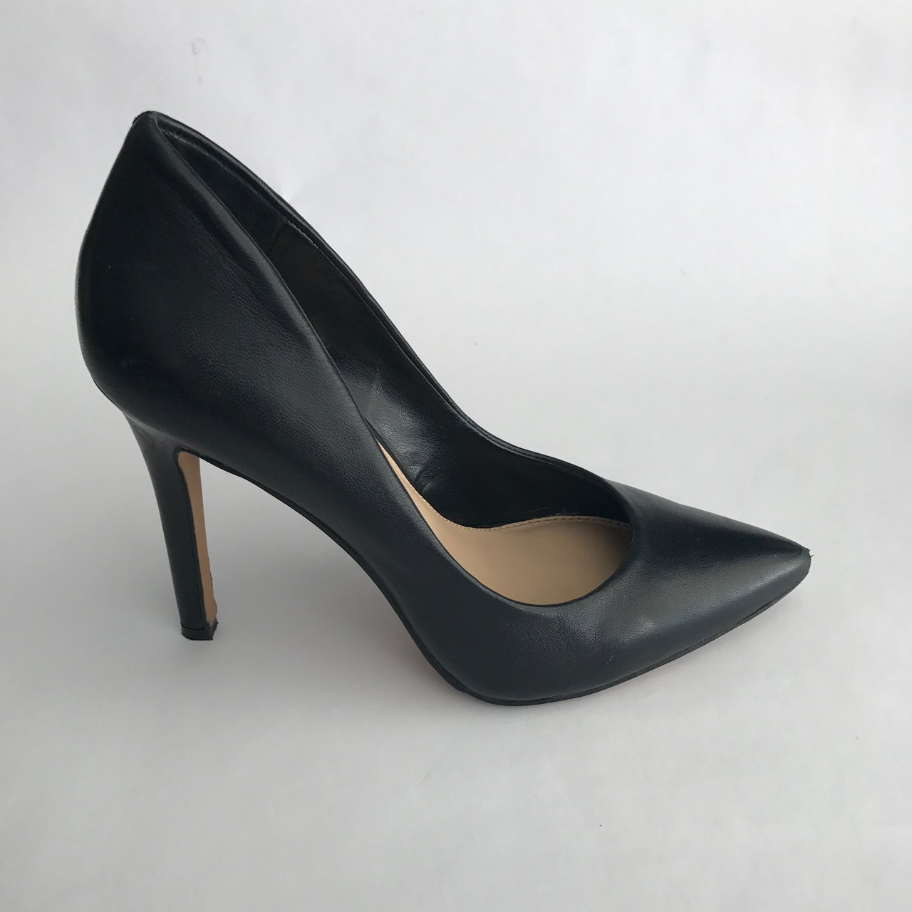 5d4120f2b556a @resaletherapy714. last year. Huntington Beach, CA, USA. Vince Camuto black  pumps ...