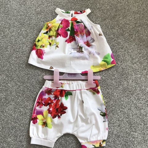 4d8de34be Baby girls Ted Baker floral outfit age 3-6 months. Top has a - Depop