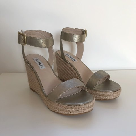 04c4ee12484 Steve Madden gold metallic barely there espadrilles wedges - Depop
