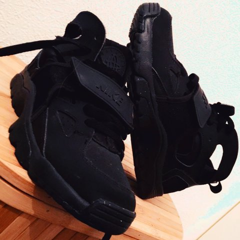 249babb843393 NIKE HUARACHES #SIZE3 VELCRO STRAP OVER LACES. OPEN TO - Depop