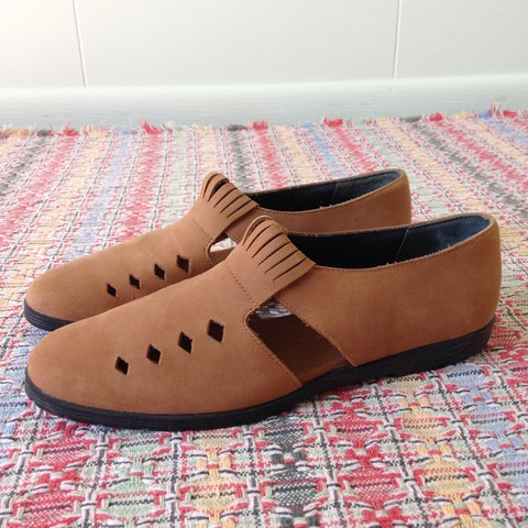 86bf8e97d62 NEW Hush Puppies Brown Leather Upper Cut-Out Shoes / 6M for - Depop