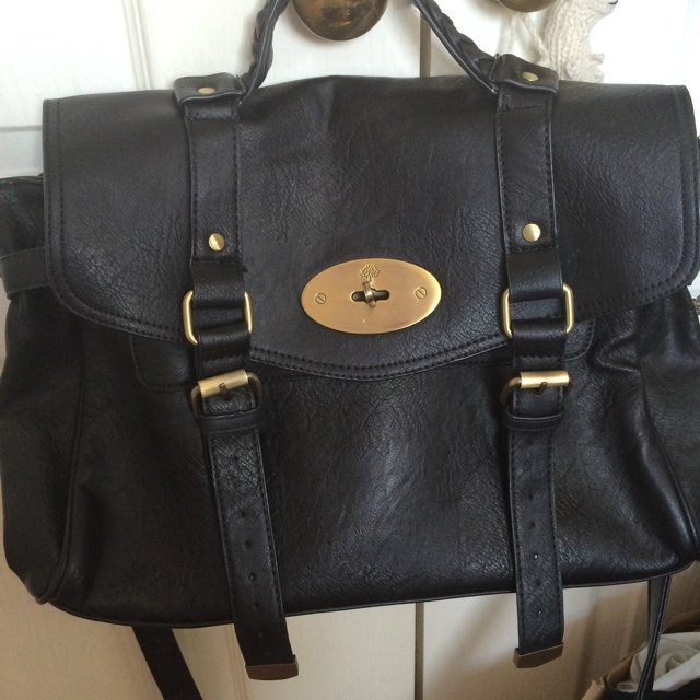 28d59ddb681 Reserved for @stephanie384 until Monday Mulberry Alexa bag. - Depop