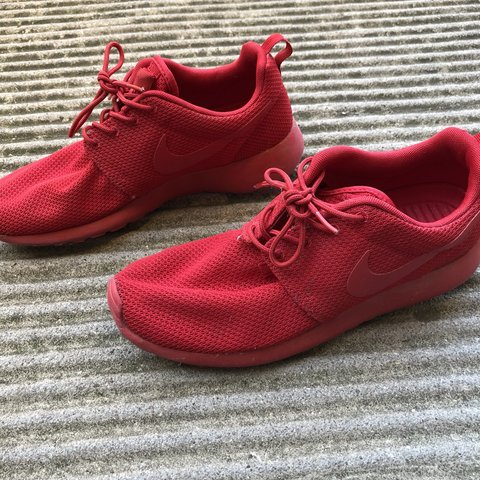 68ecef485e50  lorenzoguidi. 7 months ago. Italia. Nike roshe one run in all red