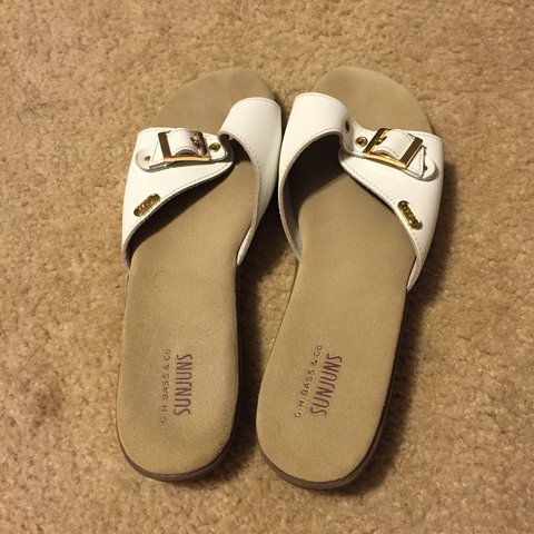 41e5b5d1abc0 Bass sandals white with a gold buckle accent. Never been but - Depop