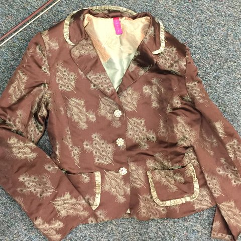 9e37a3971c04 This elegant silk jacket features images of peacock jewel & - Depop