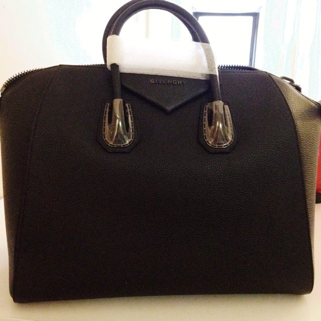 66e7cffda @sujnoh. 5 years ago. New York, United States. Brand New Givenchy LARGE  antigona bag ...