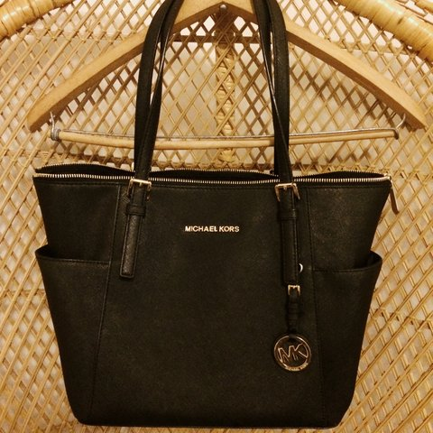 b8c6c488ff2b7b Michael Kors handbag. Comes with original garment bag. - Depop