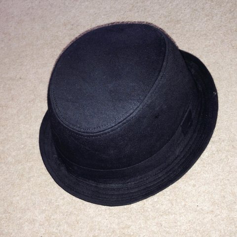 0d097a4779c480 GORGEOUS small black fedora/bowler hat👒 not in shops and In - Depop