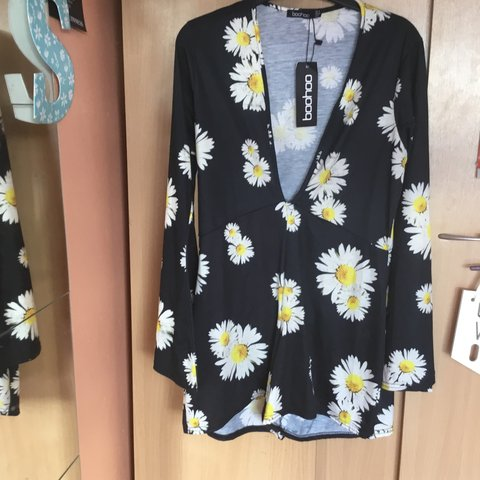 623e183f3db4 Floral and black Boohoo play suit