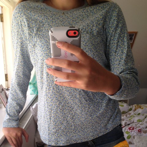 003f533a7 @jessreeve. 2 years ago. Haslemere, United Kingdom. selling cute blue daisy  long sleeve top ...