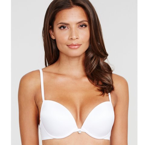 ed65313055 ULTIMO THE ONE PLUNGE EVERYDAY T-SHIRT BRA 34B in white. and - Depop