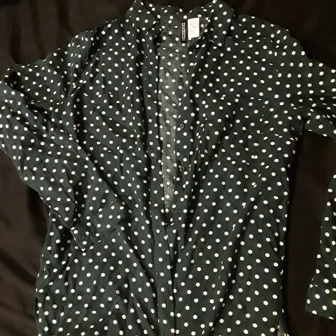 7b9b9edf3 @phantomatic. 4 hours ago. Arvada, Jefferson County, United States. H&M  Divided forest green polka dot button up!!